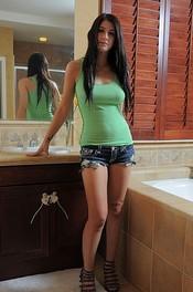 Meet Nude Model Karina White 00