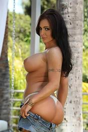 Hot Jenna Presley Gets her Big Juicy Tits Out On Show 06