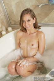 Riley Reid petite body in the bath 09