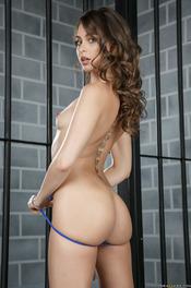 Riley Reid Gets Nude In The Prison 04