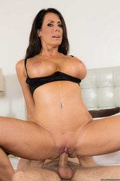 MILF Pornstar Reagan Foxx Fucked By Two Cocks 07