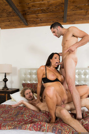 MILF Pornstar Reagan Foxx Fucked By Two Cocks 08