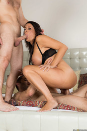 MILF Pornstar Reagan Foxx Fucked By Two Cocks 13