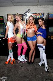 Gamer Girls XXX 00