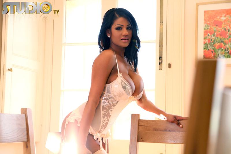 Hot Sophia Lares In White Stockings - Elite TV Online 4 / 15 | Babes ...
