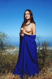 Naked And Beauty Petite Babe Li Moon 04