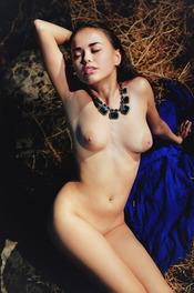 Naked And Beauty Petite Babe Li Moon 13