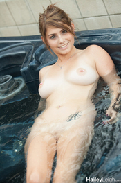 Hot Bath With Hailey Leigh 14