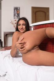 Cira Nerri Takes A Hot Bath 10