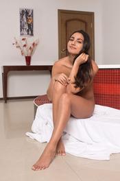Cira Nerri Takes A Hot Bath 12