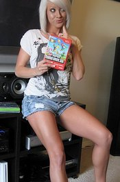 Monroe Lee Is A Hot Naked Gamer Girl - Monroe Lee   Babes and Bitches