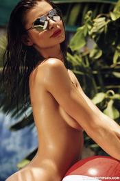 Sun-kissed Samantha Taran 11