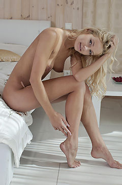 Vanessa J On Bed from Teen porn pics