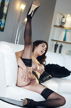 Hot Brunette Model Babe Mai Ly