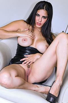 Glamour Milf Sunny Leone