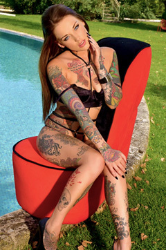 Lauren Shows Off Her Tattooed Body