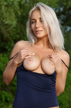Isabella Floppy Tits