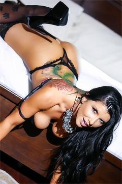 Tattooed Pornstar Romi Rain