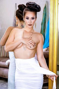 Beaity Elegant Babe Eva Lovia Stripping