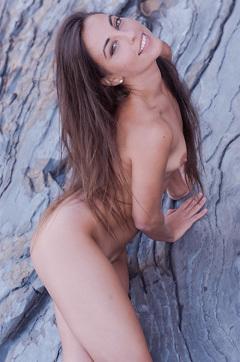 Naked Lorena Looks Damn Sexy