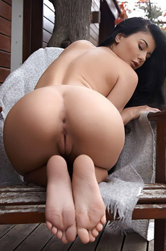 Lucy Li Naked Outdoors