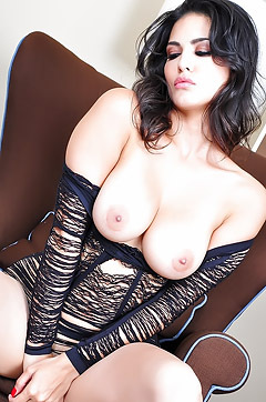 Sunny Leone Take Her Big Tits Out