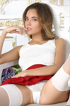 Katya Clover Hypnotize