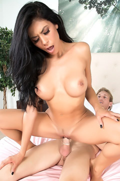 Hot Pornstar Heather Vahn Makes Love
