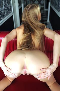 Blonde Beauty Nancy Spreading Nude