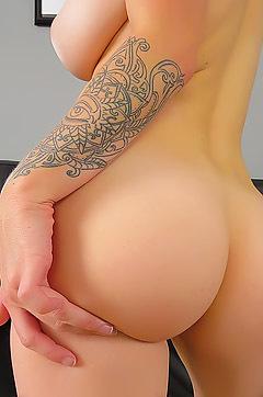 Jana Fox Smart And Sexy