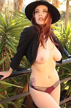 Elizabeth Redhead Beauty