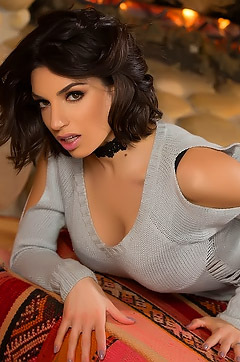 Gorgeous Darcie Dolce In Log Cabin Love