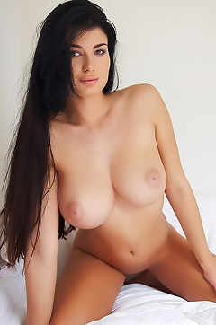 Busty And Beauty Lucy Li