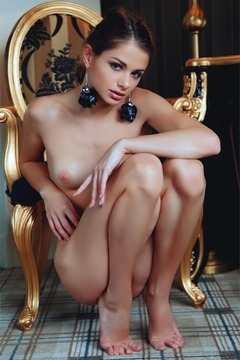 Stunning Loretta Shows Her Hot Body