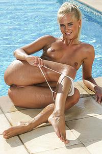 Tracy Gold Slippery Wet